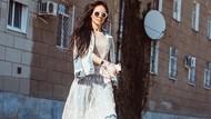 Cara Unik Model Rusia Protes Jalan Berlubang, Foto Pakai Baju Renang