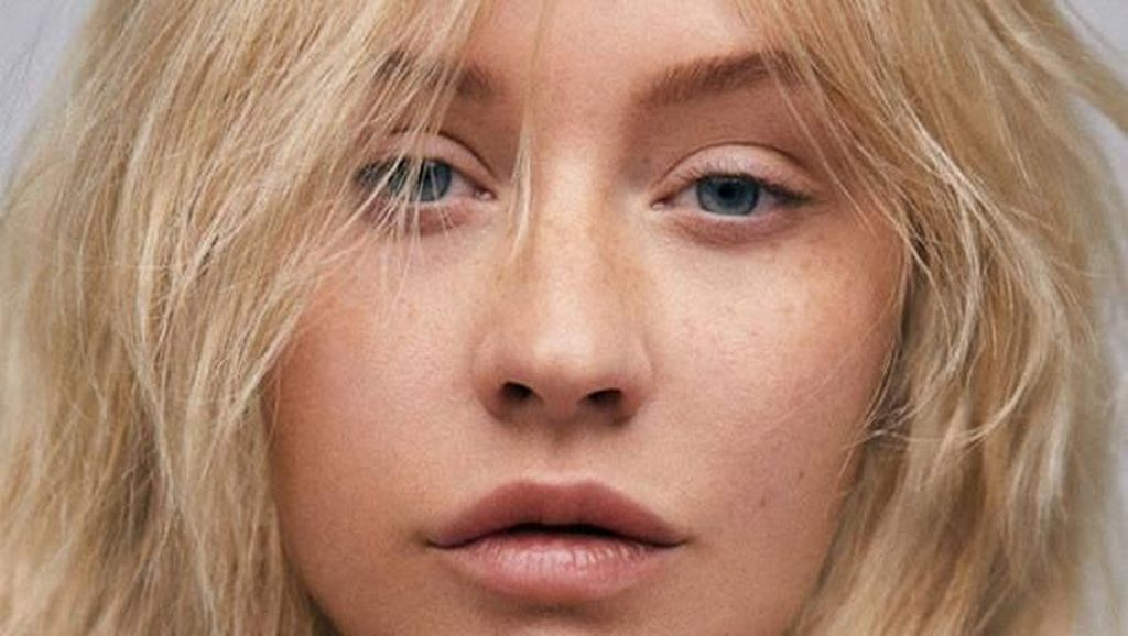 Cantik Natural! Christina Aguilera Muncul Tanpa Makeup di Cover Majalah