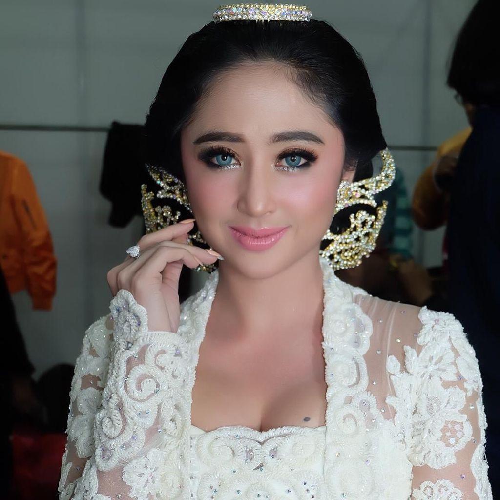 Dewi Persik Pajang Foto KTP Cewek di Instagram, Ada Masalah Apalagi?