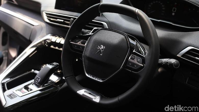 Interior Peugeot 3008 Foto: Ari Saputra