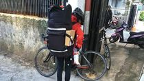 Curhat Tasya Soal Beratnya Jadi Kurir Sepeda