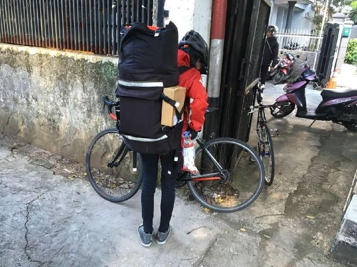 Cerita Tasya soal beratnya jadi kurir sepeda. Foto: Dokumentasi Westbike Messenger Service