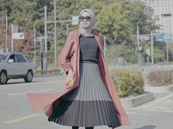 Tips dari Laudya Cynthia Bella untuk hijabers yang liburan ke pantai. Foto: Instagram @laudyacynthiabella