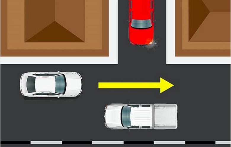 ering perilaku berkendara saling berebut mendahului dapat membahayakan sesama pengguna jalan. Termasuk memotong antrian hingga mengakibatkan terhambatnya pergerakan lalu lintas. . Kondisi tersebut tak seharusnya terjadi jika para pengguna jalan mematuhi Alat Pemberi Isyarat Lalu Lintas (APILL), rambu, marka jalan, serta memperhatikan kewajiban dan memberikan hak utama jalan kepada pengemudi lain. . Persimpangan merupakan salah satu titik temu lalu lintas yang sering mengakibatkan kemacetan. Oleh karena itu, pada persimpangan sebidang yang tidak dikendalikan dengan Alat Pemberi Isyarat Lalu Lintas, pengemudi wajib memberikan hak utama kepada kendaraan dari jalan utama, jika pengemudi tersebut datang dari cabang persimpangan yang lebih kecil atau dari pekarangan yang berbatasan dengan jalan. Hal itu pun telah diatur dalam UU No 22 Tahun 2009 tentang Lalu Lintas dan Angkutan Jalan pada Pasal 113 ayat 1 butir b.