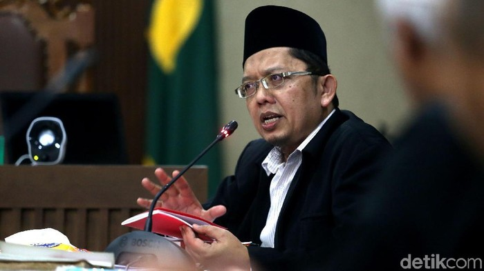 Pakar hukum tata negara, Yusril Ihza Mahendra menjadi saksi ahli untuk Alfian Tanjung, di PN Jakarta Pusat, Rabu (28/3). Alfian Tanjung menjadi terdakwa dalam kasus UU ITE.