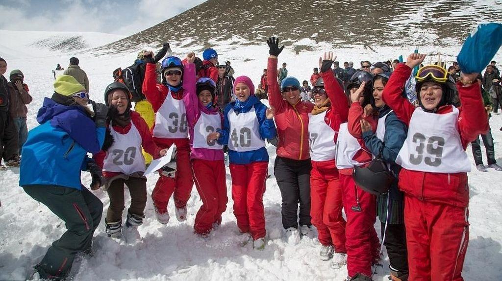 Foto Gadis-gadis Afghanistan Akhirnya Bisa Main Ski