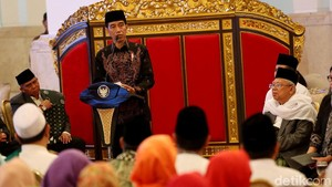 Jokowi Kumpulkan Pengusaha hingga Menteri Buka Puasa di Istana