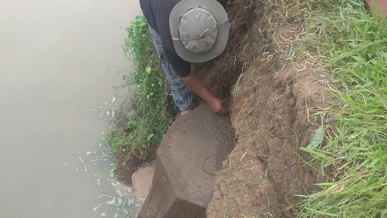 Batu Prasasti Peninggalan Majapahit Ditemukan Warga Mojokerto