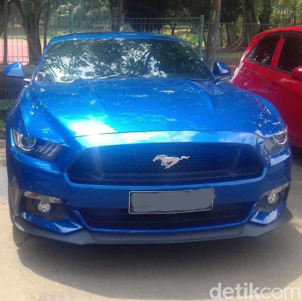 Ford Mustang Biru Jadi Pilihan Kevin Sanjaya