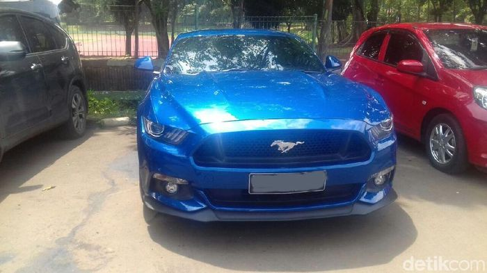Ford Mustang biru jadi mobil pilihan Kevin Sanjaya Sukamuljo (Foto: Mercy Raya/detikSport)