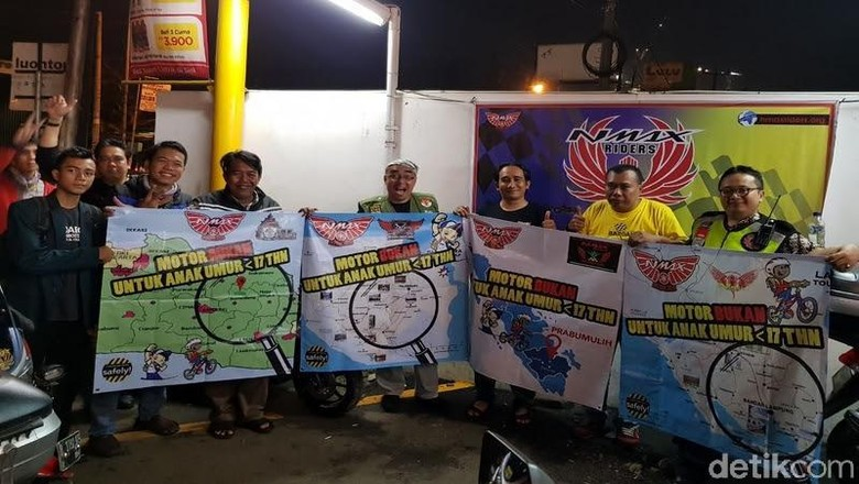 Komunitas Nmax Riders Bekasi kampanye #nodrivingunder17 (Foto: Yamaha Nmax Riders Bekasi)