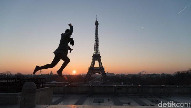 Menara Eifel di Prancis