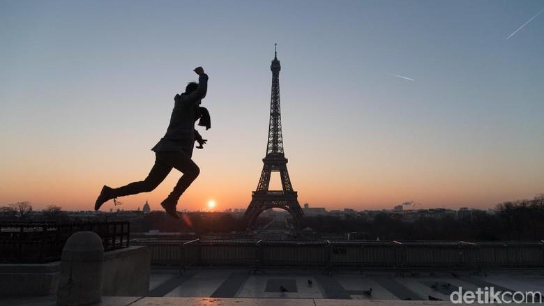 Menara Eiffel merupakan Ikon kota Paris yang mendunia. Menara Itu dibangun di area Champ de mars pada 1887. Intip proses pembangunnya yuk