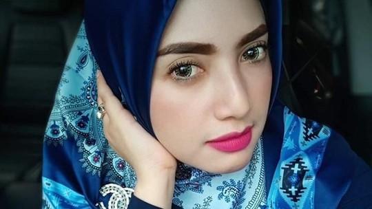 Pesona Yulia Mochamad, Perempuan yang Diduga Istri Ketiga Opick