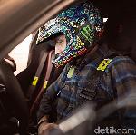 Valentino Rossi di Balik Kemudi Supercar