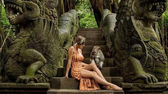 Mantan model Playboy liburan ke Bali