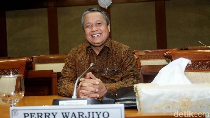 Calon Gubernur Bank Indonesia (BI) Perry Warjiyo hari ini menjalani uji kelayakan dan kepatutan atau fit and proper test di Komisi XI DPR RI.