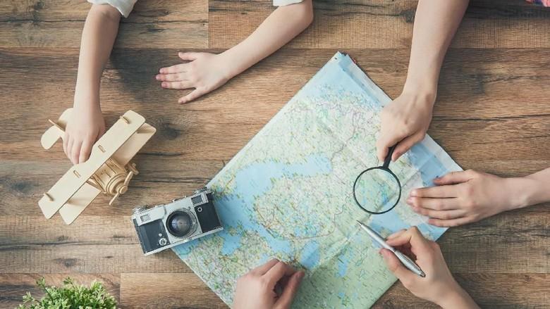 Ilustrasi anak traveling