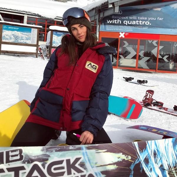 Di awal bulan Januari lalu, gadis cantik berusia 24 tahun ini asyik main ski di Madonna di Campiglio, Dolomites. (@fransescasofianovello/Instagram)