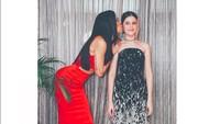Pose Sophia Latjuba bersama putri keduanya, Manuella Natasha Aziza Villareal. Foto: Instagram Sophia Latjuba