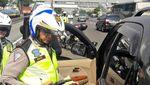 Foto: Aksi Koboi Pengemudi yang Akhirnya Diringkus Polisi