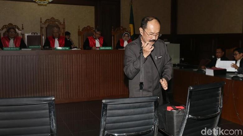 Fredrich Kembali Ditegur Hakim