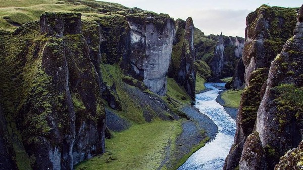 Lembah yang indah ini bernama Lembah Fjadrargljufur. (separate_sky/Instagram)