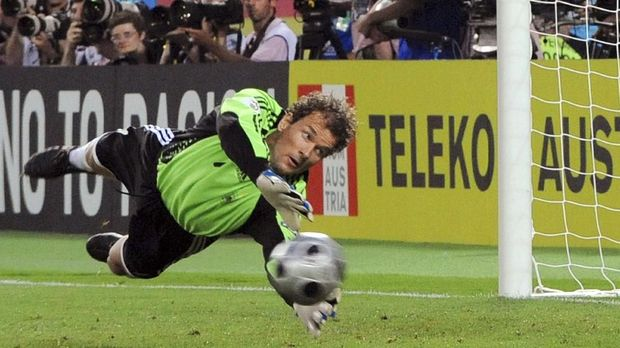 FILES - Picture taken on June 29, 2008 shows German goalkeeper Jens Lehmann diving to make a save during the Euro 2008 championships final football match Germany vs. Spain in Vienna, Austria. Lehmann announced on August 18, 2009 at German 's television channel