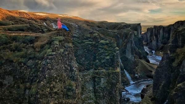 Pemandangan lembah akan semakin menakjubkan jika kita lihat dari ketinggian. Menawan! (kseniyastepanenko/ Instagram)