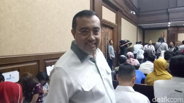 Politikus Golkar Yahya Zaini hadir di sidang Setya Novanto.