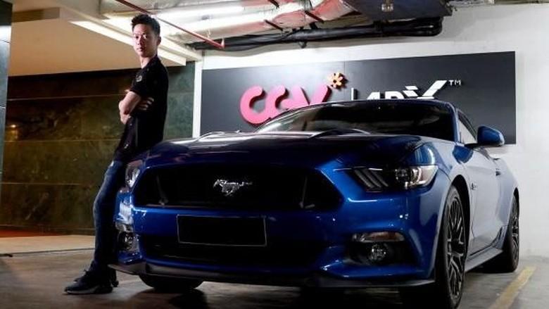 Kevin Sanjaya dan Mustang birunya (Foto: PB Djarum)