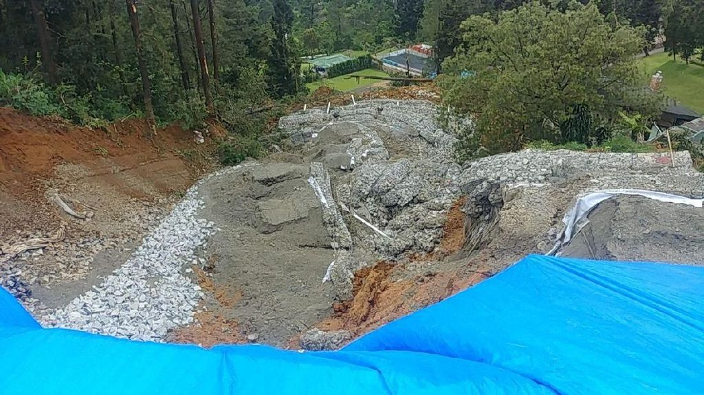 Bencana Longsor Masih Berpotensi Terjadi di Puncak