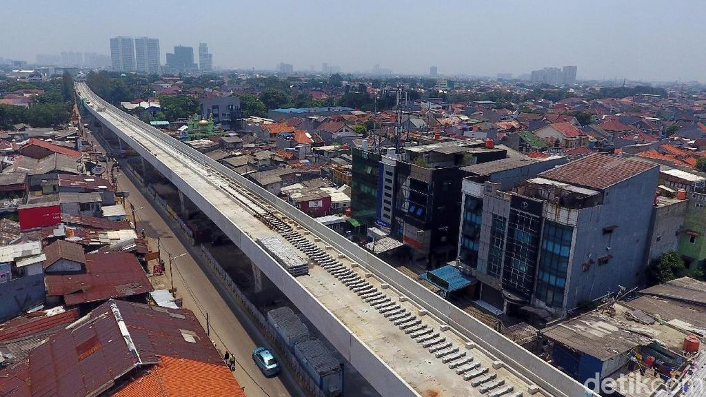 Naik LRT Jakarta Bisa Langsung Nyambung Bus TransJakarta