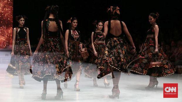Sang Pemberi 'Nyawa' pada Busana di Pekan Mode