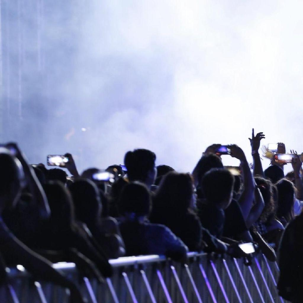Penonton Ngamuk Tak Bisa Nonton Rolling Stones karena Tas Kebesaran