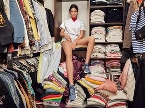 Intip Isi Lemari Kendall Jenner yang Kondisinya Mirip Punya Kamu