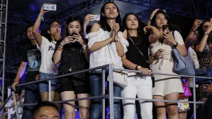Ilustrasi Penonton Konser Musik di Konser The Chainsmokers di Jakarta.