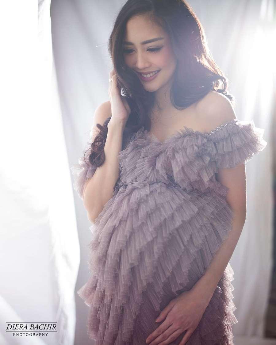 Glowing! Foto Maternity, Ririn Dwi Ariyanti Cantik Banget