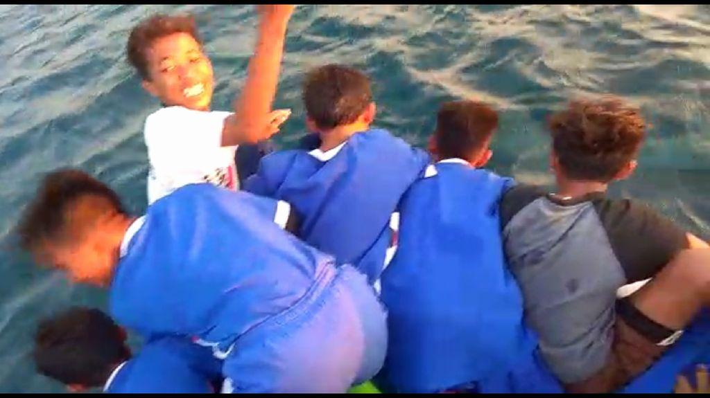 Foto: Penampakan Lumba-lumba Berenang Lincah di Kepulauan Seribu