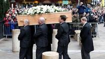 Video Proses Pemakaman Stephen Hawking yang Penuh Air Mata
