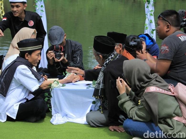 Romantis, 35 Pasang Tunawisma Nikah di Pinggir Danau Pangalengan