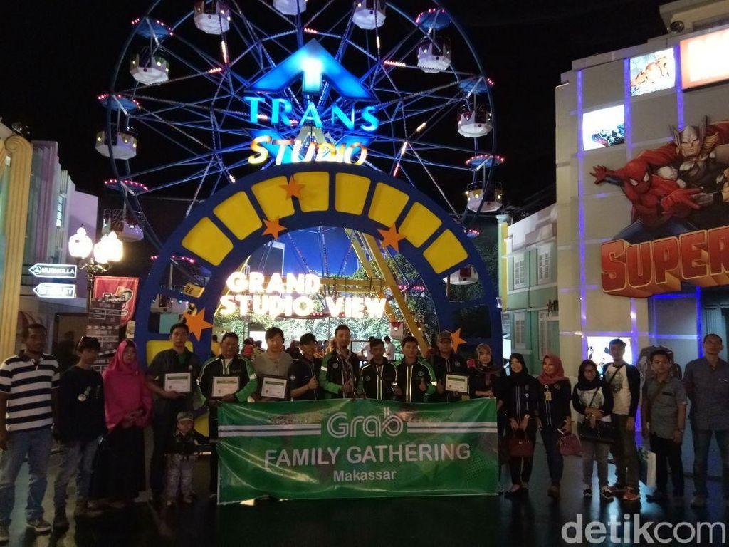 Ketika 150 Driver Ojol dan Keluarga Liburan ke Trans Studio Makassar