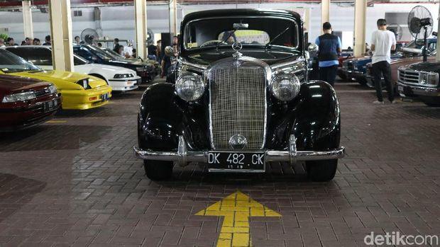 Mobil lawas datang dari berbagai kota termasuk Bali