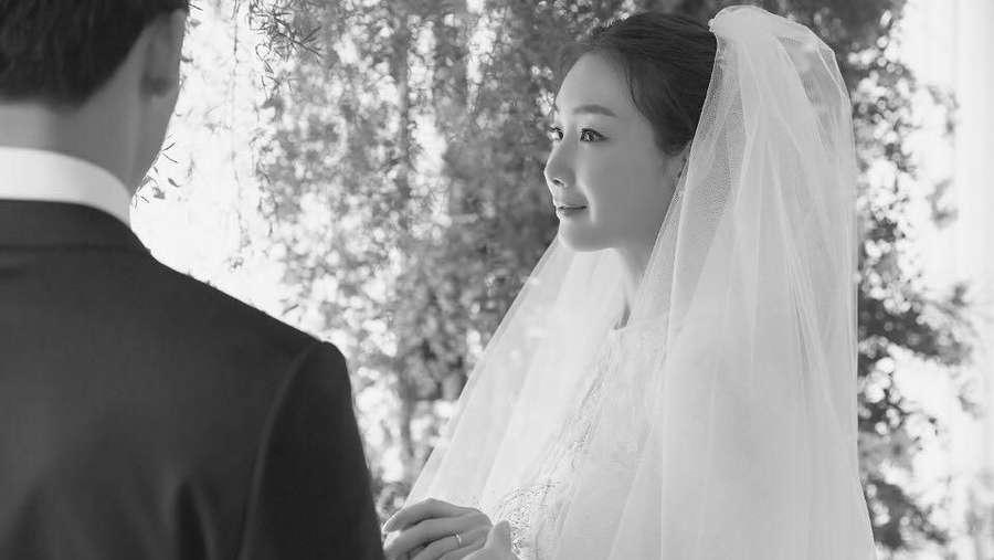 So Pretty! Choi Ji Woo Bikin Jatuh Cinta di Hari Pernikahannya
