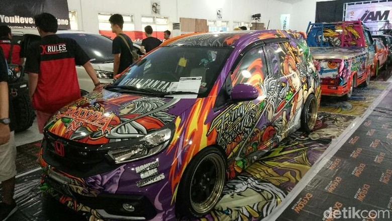Peserta kontes mobil Indonesia Automodifed di Banyuwangi Sabtu 31 Maret 2018 (Foto: Ardian Fanani)
