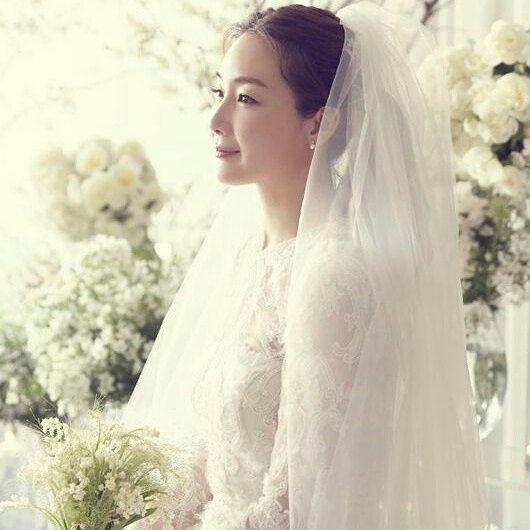 Choi Ji Woo menikah pada 2018. Choi Ji Woo suami bukan dari kalangan selebriti