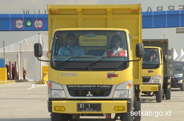 Joko Widodo menumpang truk berpelat RI 1 (Foto: Dok. Sekretariat Kabinet/Biro Pers Setpres)