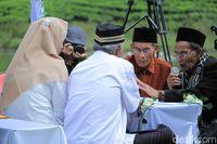 Puluhan Pasang Tunawisma Nikah Massal di Pinggir Danau Pangalengan