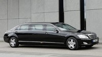 Selama perjalanan kedinasannya, presiden India menaikki Mercedes S600 Pullman Guard.Mobil tersebut dibanderol dengan harga US$ 180.000 atau setara dengan Rp 2,48 miliar.Foto: Istimewa