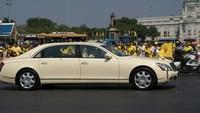 Mercedes Maybach 62 lah yang menjadi pilihan Raja Thailand sebagai mobil untuk menemani kegiatannya sehari-hari. Harganya mencapai Rp 6,78 miliar.Foto: Istimewa
